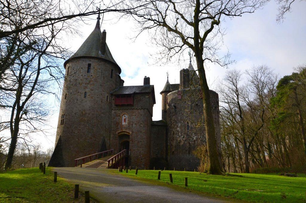 Fairytale castle in Wales - Red Coch (Koch) Castle - Castell Coch